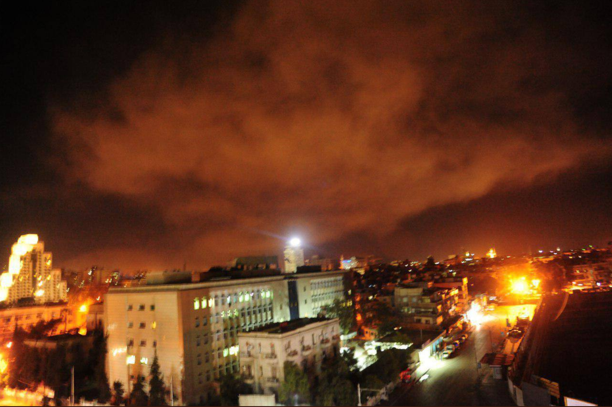 Laser og røg over Damascus