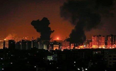 Det israelske hær svarer igen med at bombardere militær mål i Gaza
