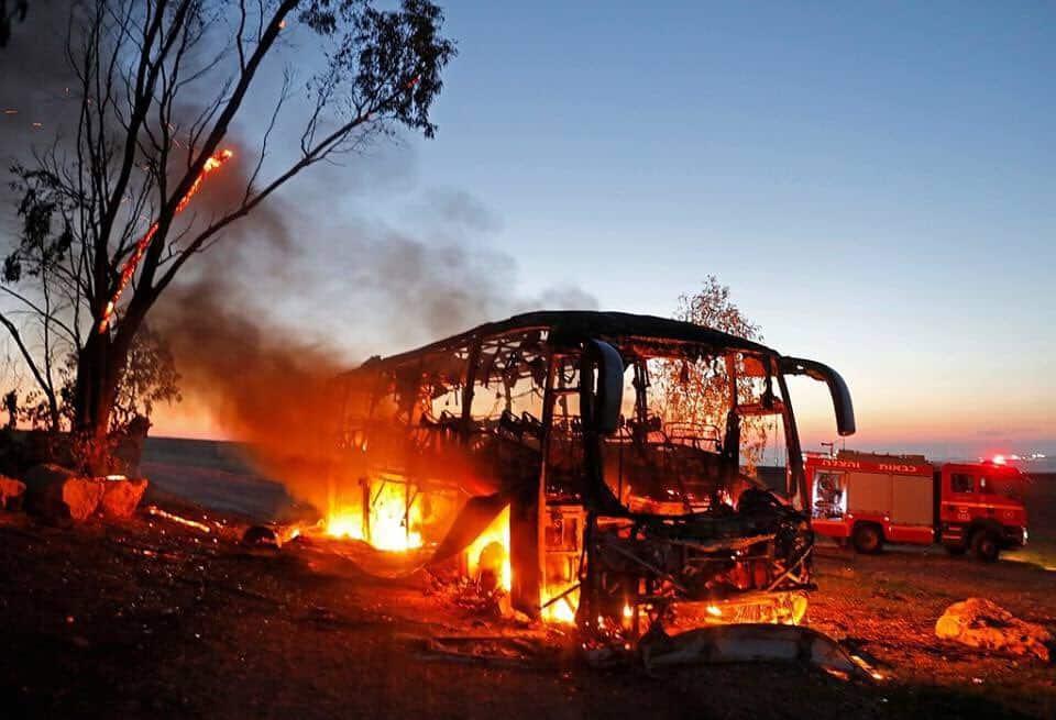 """Bussen ramt af en af Margrete Aukens """"papraketter"""""""