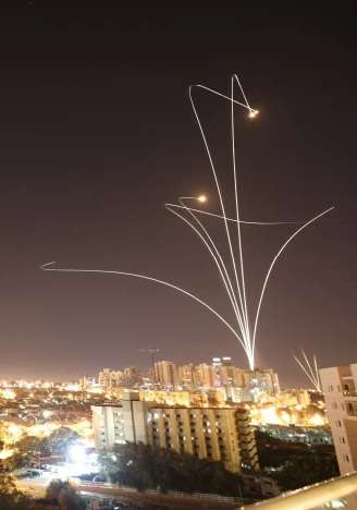 Iron Dome stopper raketter over Ashkelon