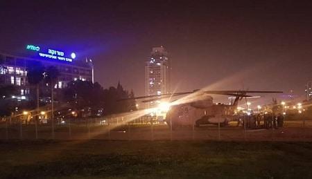 Israelsk helikopter sætter sårede soldater af ved Soroka hospital - Beersheva i går aftes