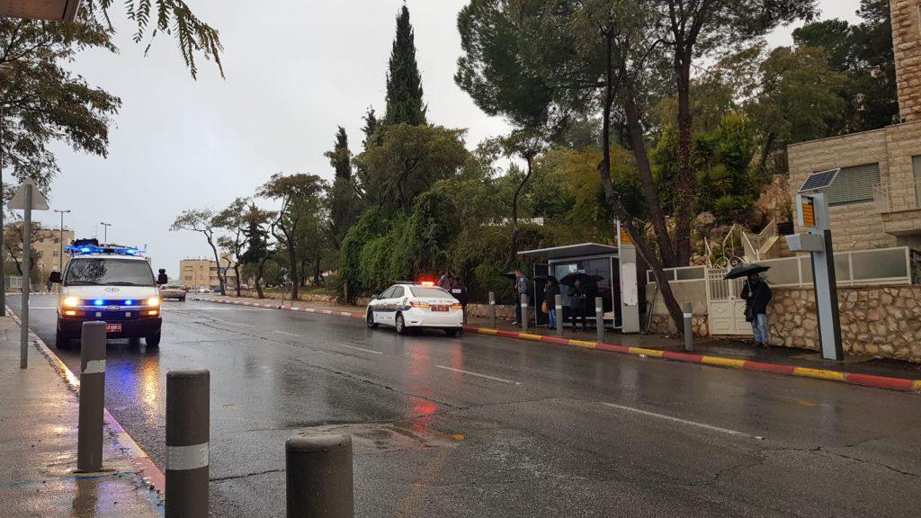 Busstoppested på Mordechai Alkelai gade hvor attentatet er sket.